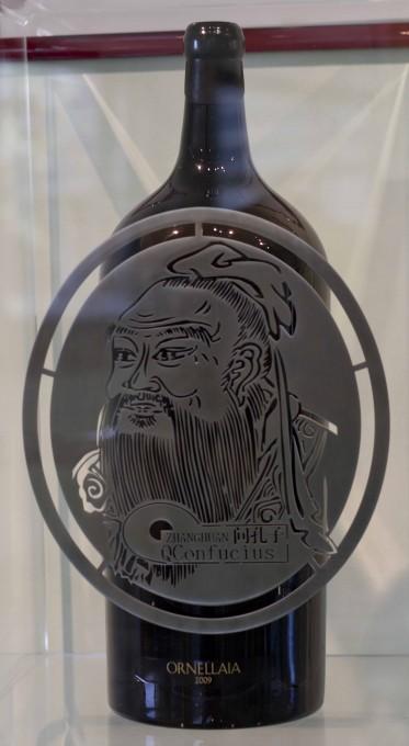 艺术家张欢为奥纳亚2009年份酒设计的带有不锈钢雕刻的酒瓶 (Salmanazar of Ornellaia 2009)