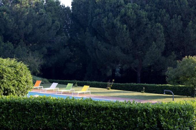 在泳池旁慵懒的度过了下午时光