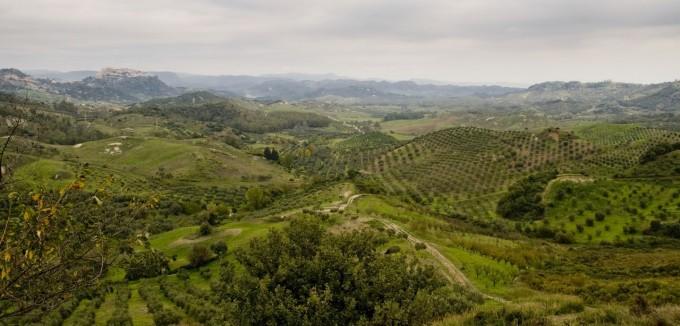 圣塞韦里纳的郊区 马西莫·波提利Massimo Bottelli拍摄