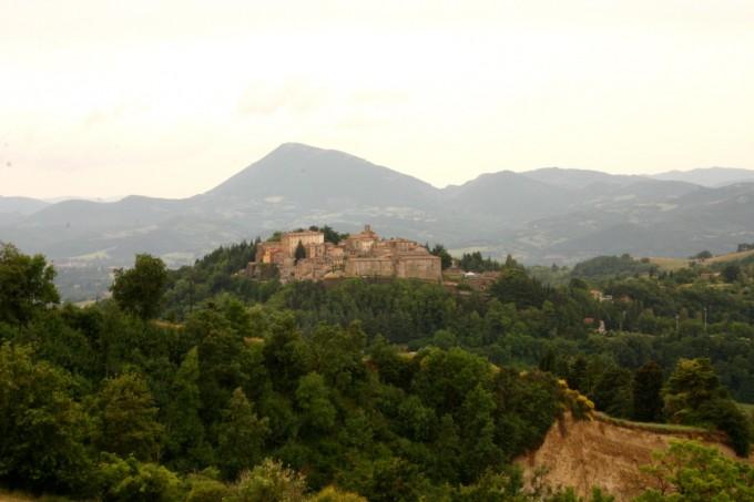 鸡卵岩(Montone),