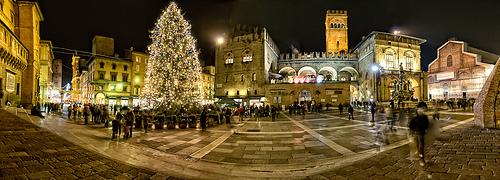 圣诞节时博洛尼亚的Piazza del Nettuno,Scott D. Haddow拍摄