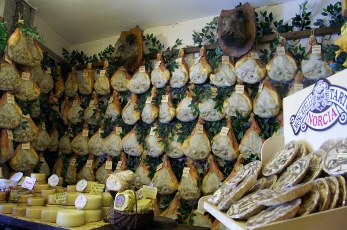 诺尔恰(Norcia)的猪肉食品(Salumi)