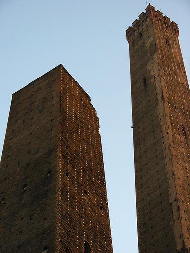 Bologna 的两座塔,Poluz拍摄