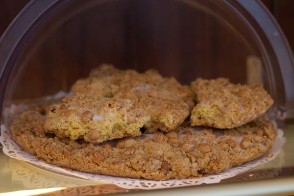Torta sbrisolona(一种扁平的易碎的蛋糕,配玉米面和榛子制作)