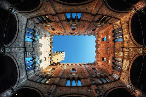 锡耶纳的Palazzo Publico,任何你喜欢的色彩(Any Colour You Like)拍摄