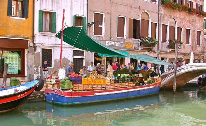 威尼斯的蔬菜船,Lizzy D S拍摄