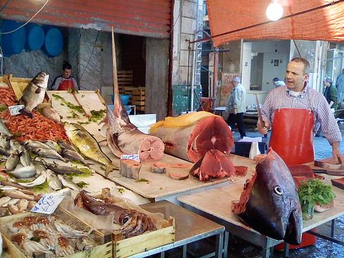 巴勒莫的La Vucciria的市场里售卖的旗鱼和金枪鱼,Stefano Benetti拍摄