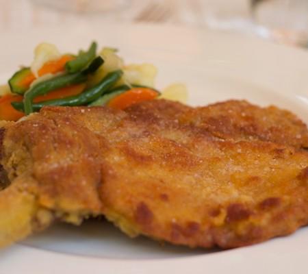 COSTOLETTA ALLA MILANESE (裹面包屑煎小牛肉块)—超级美味