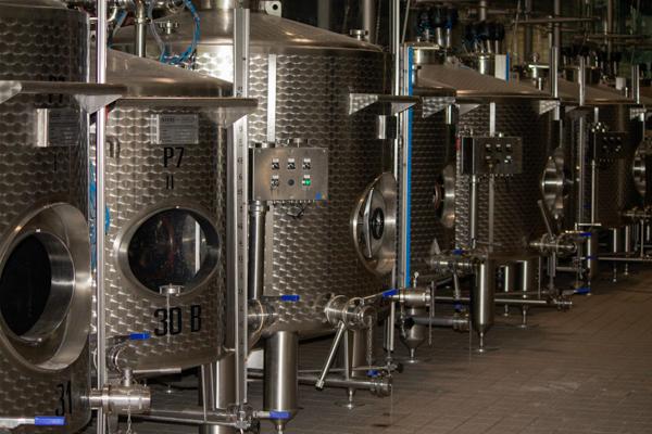 第一次发酵使用的不锈钢储存罐