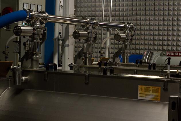 搅动橄榄果肉的机器