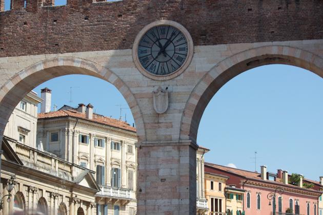 维罗纳的PIAZZA BRA广场