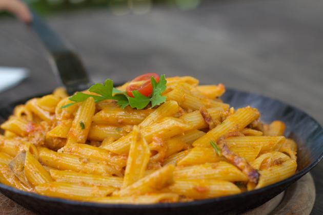 PASTA CON RAGU ALLA CONTADINA(意大利面配肉、蘑菇、奶油和洋葱酱)
