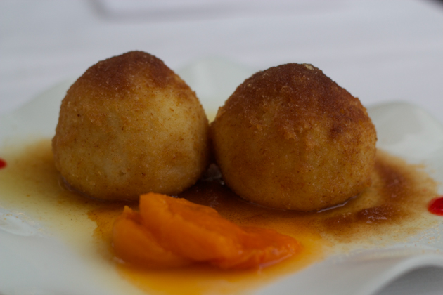 CANEDERLI DI ALBICCOCA(饺子,以杏填馅)