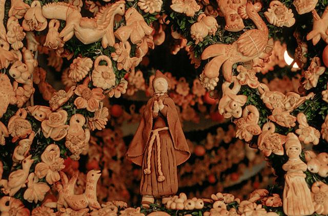 西西里岛的SALEMI摆放的精心制作地装饰性面包和柑橘类水果制作而成的圣坛,以此纪念SAN GIUSEPPE,CARLO COLUMBA拍摄