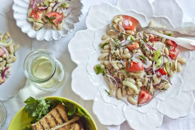 快捷版本的豆子和金枪鱼沙拉