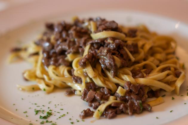 TAGLIOLINI AL RAGU BIANCO AL CERVO(意大利面配鹿肉酱)