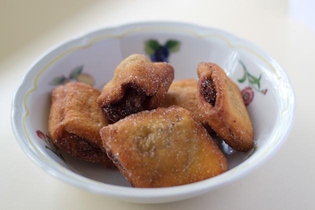 STRUCCHI(小块煎蓬松酥皮糕点,以水果干和格拉巴或朗姆酒填馅,源自UDINE)