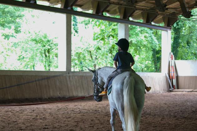 我儿子在 LA SUBIDA上骑马课