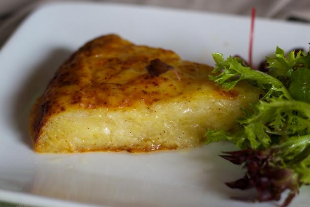 FRICO(融化的MONTASIO奶酪配压碎的土豆和洋葱)