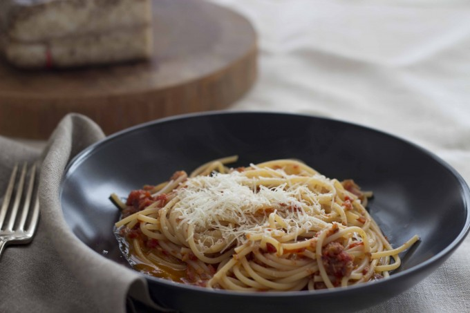 Bucatini all'amatriciana (意大利长管通心粉配番茄培根酱)