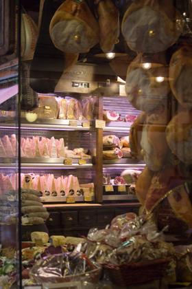 熟食店的橱窗