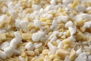 混合了杏仁碎的粗糖(白色),Renee Suen拍摄
