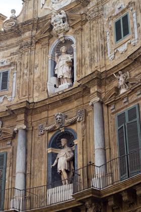 QUATTRO CANTI,这是一座有着18世纪巴洛克建筑的广场,将广场分为了4部分