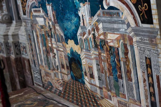 镶嵌在圣母无原罪教堂内的精致石画
