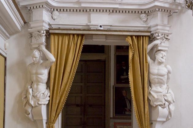 ORATORIO DEL ROSARIO DI SANTA CITA的肖像室,左侧是武器室