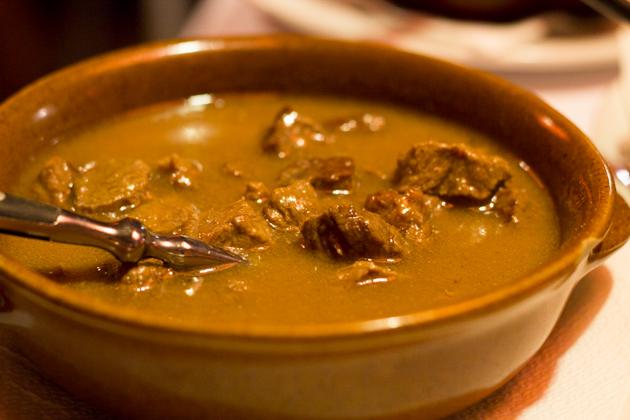 CARBONADE(红酒、洋葱、香草和香料炖牛肉)