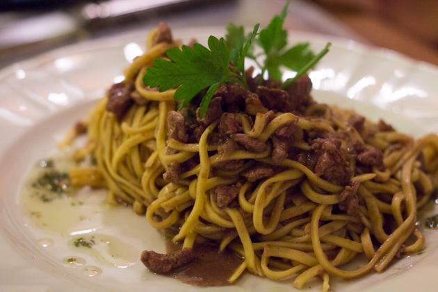 意大利面配焖鹿肉