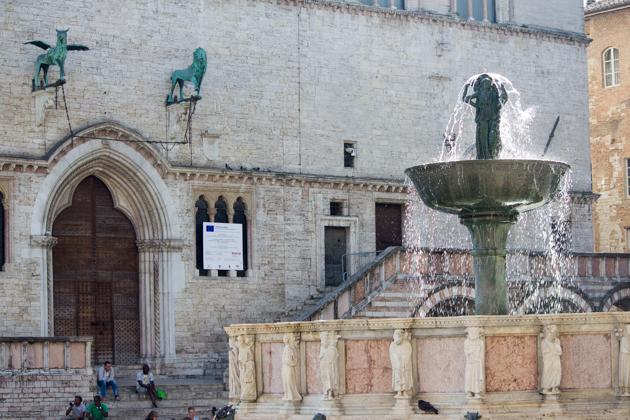 FONTANA MAGGIORE(大喷泉)和PALAZZO DEI PRIORI (旧宫殿),佩鲁贾