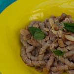 意大利面配番茄和杏仁沙司