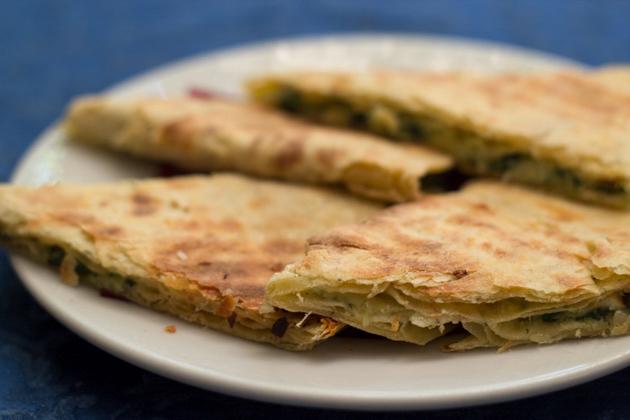CRESCIA SFOGLIATA(古怪的扁平面包配甜菜和土豆)