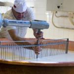 把网筛的桨到大汽锅中