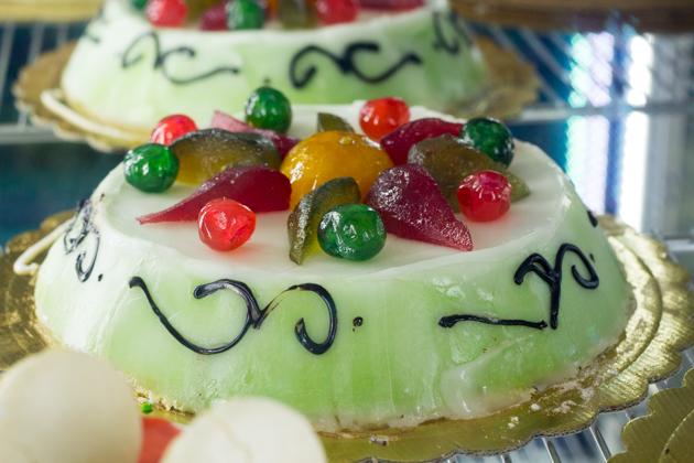 CASSATA(乳清奶酪夹心的蛋糕三明治,外表裹一层杏仁蛋白糖和水果蜜饯)