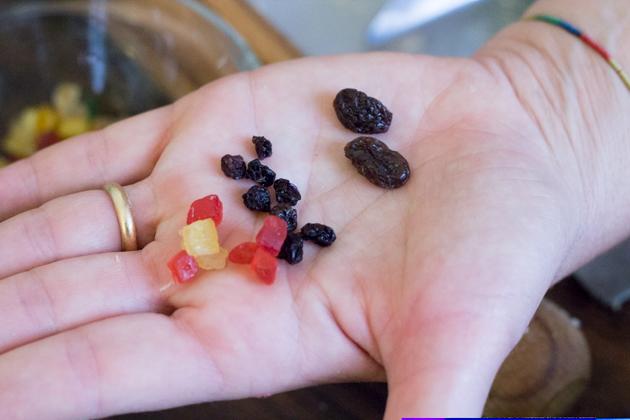 Patrizia向我们解释了CANDITI (左侧——水果蜜饯)、PASSOLINI(中间——用来制作可口菜式的小葡萄干)和UVETTE(右侧——产自Malaga的葡萄干,用来制作甜品)的区别