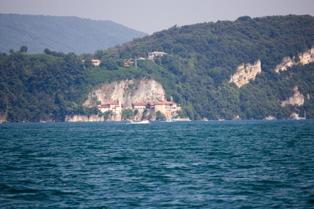 SANTA CATERINA凿刻在悬崖上的修道院