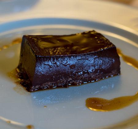 BONET / BUNÉT(巧克力沙司配朗姆酒和Amaretti酒,有时配咖啡粉或核桃)