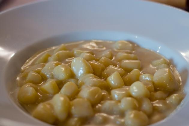 GNOCCHI DI PATATE ALLA PIEMONTESE / GNOCCHI ALLA BAVA(土豆饺子配牛奶和FONTINA奶酪)