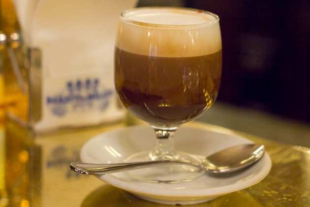BICERIN(一种牛奶、咖啡和巧克力做成的热饮)