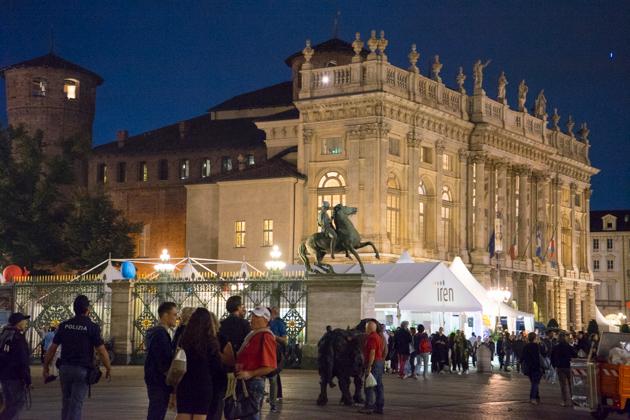 皇宫、夫人宫和卡斯特罗广场前的慢食帐篷