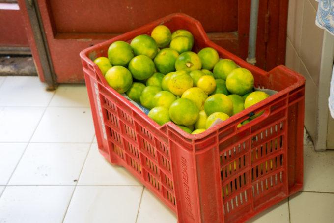 一箱一箱用来制作果酱的橙子