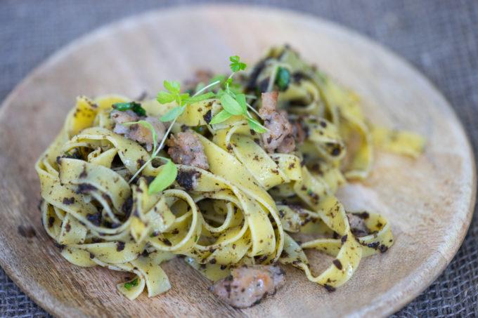 meimanrensheng-com-spaghetti-con-salsiccia-e-tartufo-nero-01598