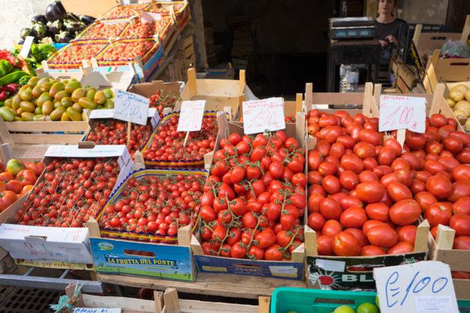 锡拉库萨的集市上售卖的番茄