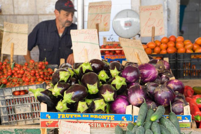 锡拉库萨的集市上售卖的茄子