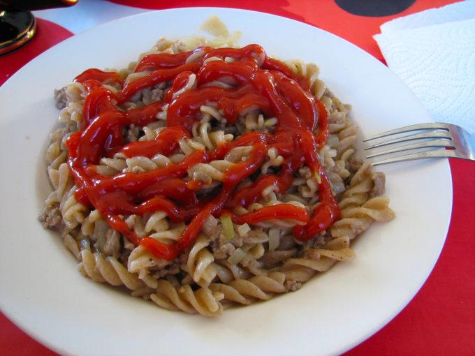 让我夜不能寐的事:意大利面配番茄沙司,ANTTI T. NISSINEN拍摄