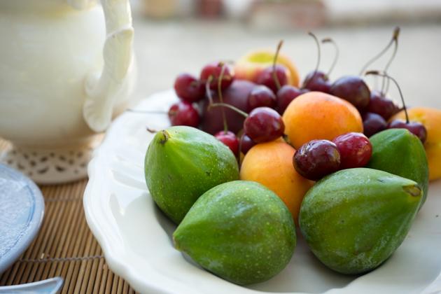 新鲜的红德龙无花果(FIORONE)、樱桃和杏