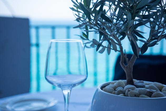 GROTTA PALAZZESE的餐桌