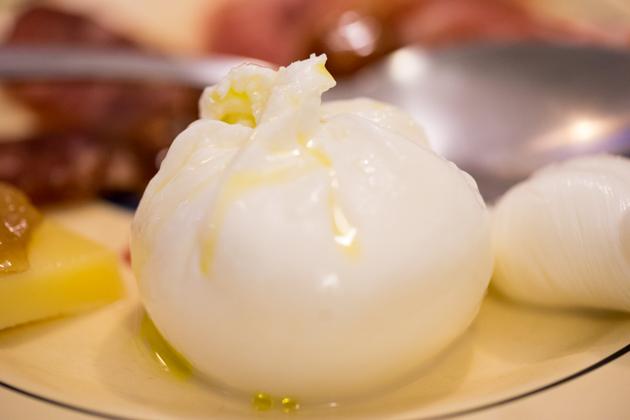 BURRATA(一种奶油质地的马苏里拉奶酪)